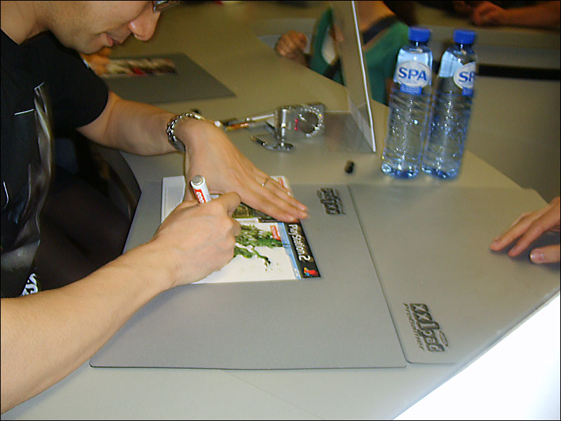 Metal-Gear-Solid-4-World-Tour-Camera-Crew-Kojima-Signing