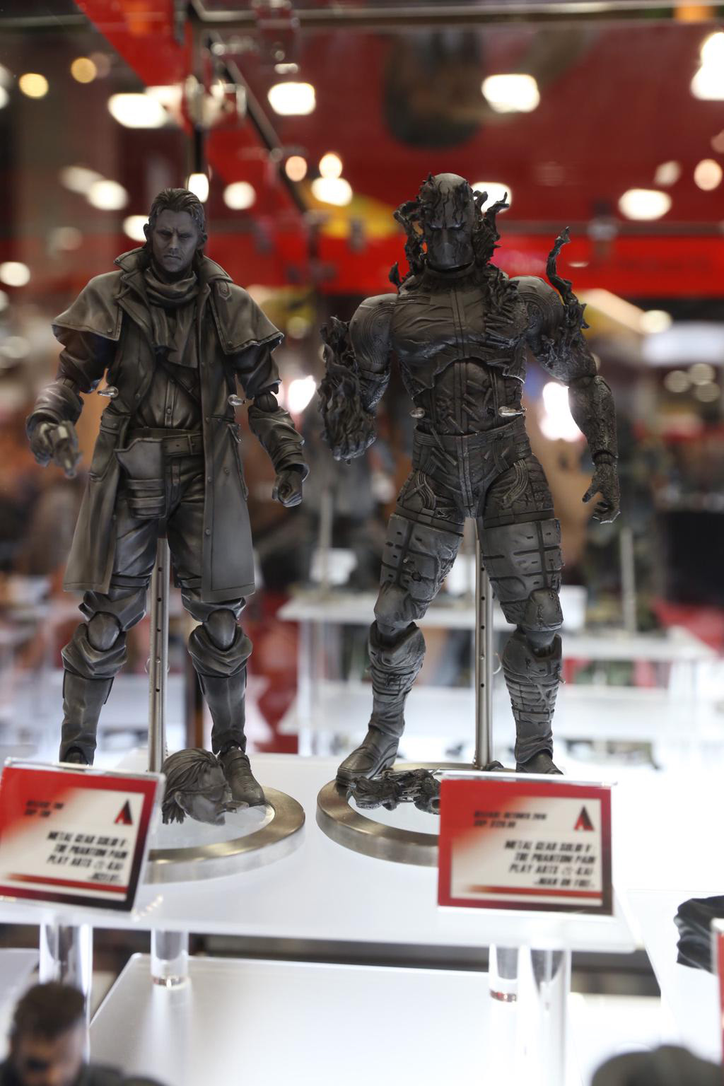 SDCC-MGSV-TPP-Figure-Ocelot-and-Man-on-Fire