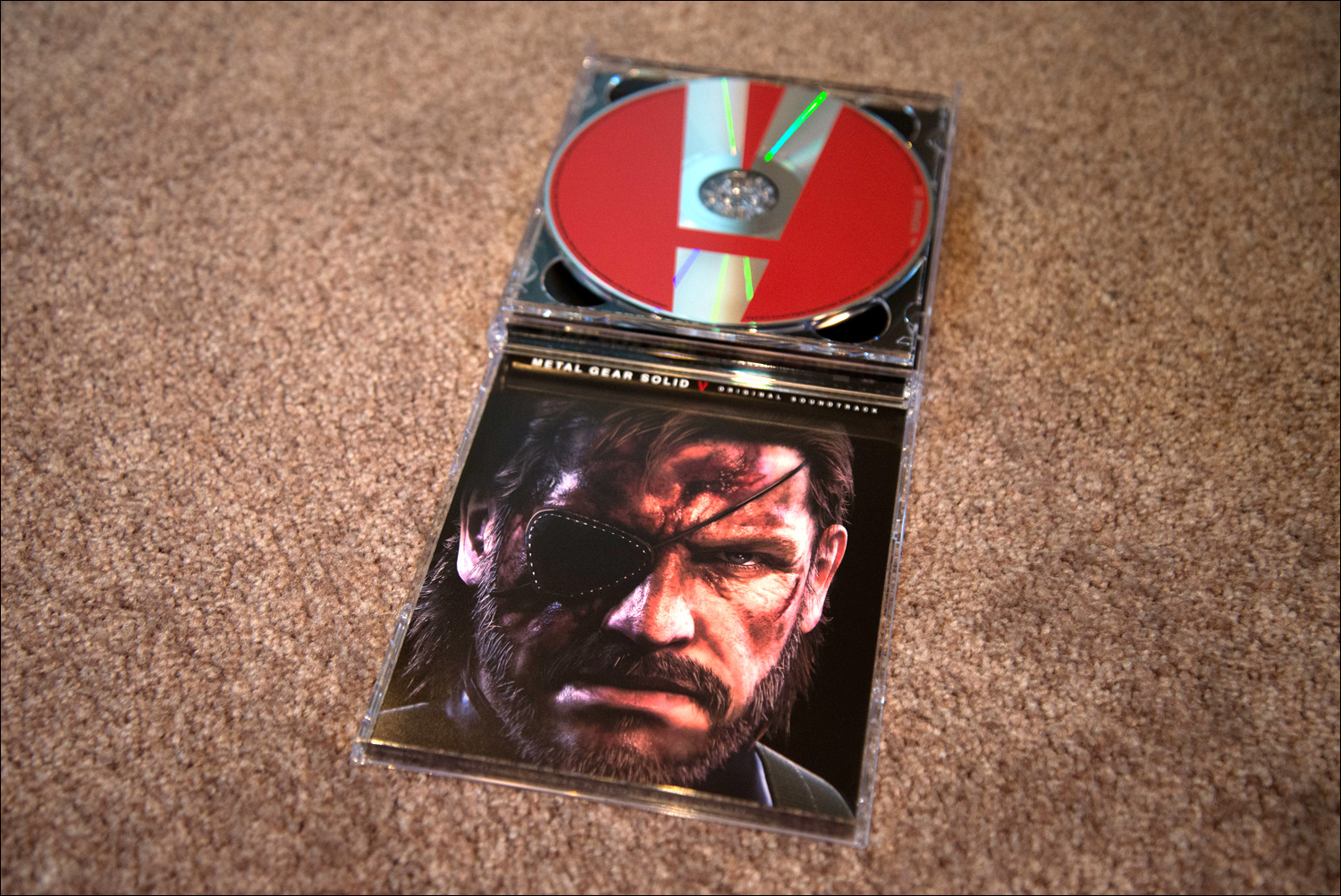 Metal-Gear-Solid-V-Original-Soundtrack-Case-Open-2