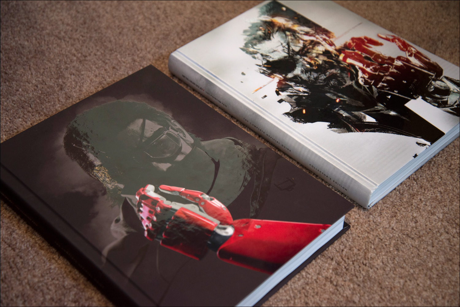 Metal-Gear-Solid-V-The-Phantom-Pain-Collector's-Edition-Guides