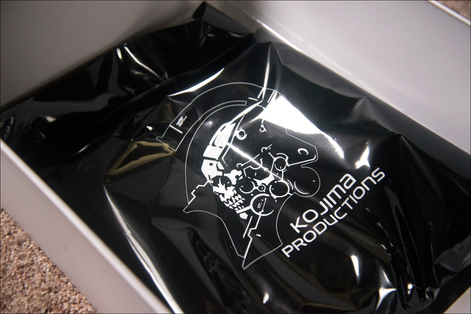 Kojima-Productions-Goods-Set-Contents-2