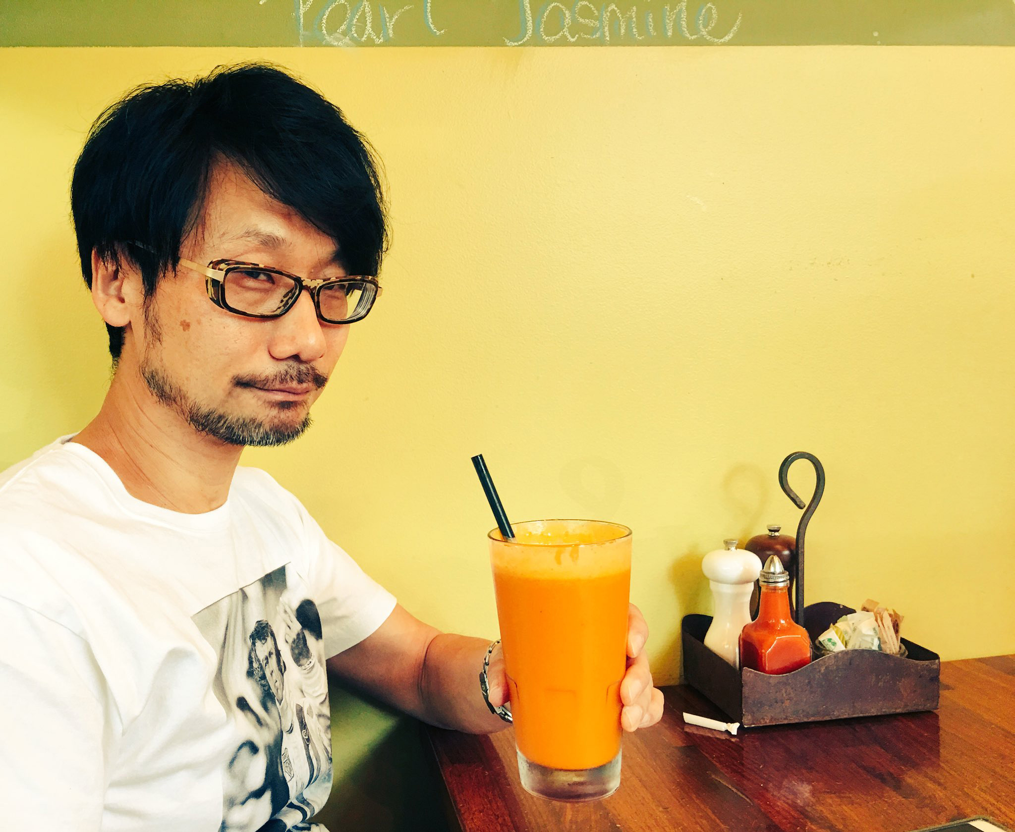 Hideo-Kojima-drinking-a-smoothie
